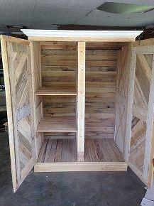 1000 ideas about pallet closet on pinterest pallet wardrobe pallet furniture and pallets. Black Bedroom Furniture Sets. Home Design Ideas