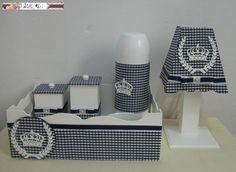 Kit higiene para bebê contendo: bandeja com 2 potes, abajur, garrafa térmica e molhadeira. O kit pode ser montado com a quantidade de peças e cor que o cliente desejar.