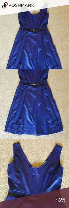 🌺New!🌺 Vera Wang elegant dress Pleated with sewn in belt and rhinestone embellishment. Zipper back. Vera Wang Dresses Midi