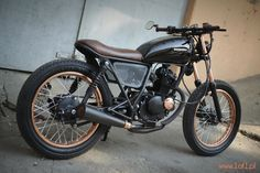 Cafe racers, scramblers, trackers and custom motorcycles Suzuki Gn 125, Suzuki Bikes, Honda 125, Brat Bike, Cafe Racer Motorcycle, Moto Cafe, Cafe Bike, Cafe Racer Bikes, Suzuki Cafe Racer