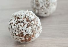Suikervrije bonbons met Dadels, Cacao & Amandelen, Bliss Balls Healthy Bars, Healthy Baking, Healthy Snacks, Sugar Free Recipes, Raw Food Recipes, Sweet Recipes, Raw Balls, Bliss Balls, Go For It