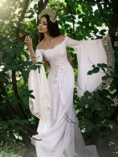 34 Charming Celtic Wedding Dresses Ideas That You Want To Try Pagan Wedding Dresses, Renaissance Wedding Dresses, Renaissance Fairy, Medieval Wedding, Celtic Wedding, Black Wedding Dresses, Gothic Wedding, Wedding Gowns, Elven Wedding Dress