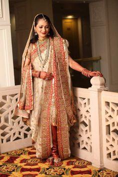 Beautiful White and Red Khada Dupatta Desi Wedding Dresses, Pakistani Bridal Dresses, Indian Bridal Wear, Indian Wedding Outfits, Bridal Outfits, Indian Outfits, Wedding Wear, Indian Wear, Dulhan Dress