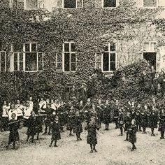 A soproni Szt. orsolya rendiek intézete: a növendékek a játszótéren 1, Hungary