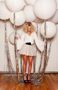 Glam up your New Year's Eve party balloons with some silver tassels. – Brit Morin Glam up your New Year's Eve party balloons with some silver tassels. Glam up your New Year's Eve party balloons with some silver tassels. Nye Party, Festa Party, Party Time, Party Fun, 30th Party, Casino Party, Disco Birthday Party, 30th Birthday Parties, Casino Night