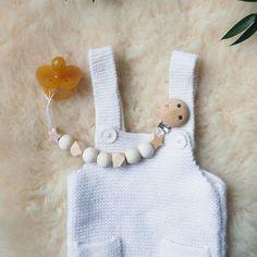 DIY clip nipple wood rnrnSource by fontaniniofelia 4 Kids, Diy For Kids, Children, Wood Necklace, Diy Necklace, Diy Bebe, Client Gifts, Baby Love, Diy Design