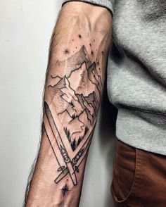 Lichte tattoo, leegtes vormen het tafereel (Ski-passion tattoo by Sasha Kiseleva) mountain tattoo 60 Inspiring Tattoo Ideas for Men with Creative Minds Snow Tattoo, 1 Tattoo, Body Art Tattoos, Clever Tattoos, Unique Tattoos, Schnee Tattoo, Skiing Tattoo, Snowboarding Tattoo, Licht Tattoo