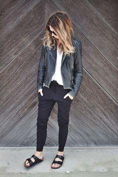 Calça sarouel: Tipo de  calça  usada  pelos  marroquinos.  Possui  o  gancho na  altura dos  joelhos.  Pode  ter as  pernas ajustadas - dos joelhos para baixo - ou não.