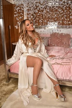 Mariah Carey Photos Photos - Mariah Carey attends the M.C Cosmetics Mariah Carey Beauty Icon Launch at Baccarat Hotel on December 2016 in New York City.C Cosmetics Mariah Carey Beauty Icon Launch in NYC Mariah Carey Legs, Mariah Carey Photos, Divas, Maria Carey, Pop Rock, Icon Collection, Lingerie Collection, Female Singers, Hottest Photos