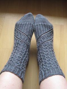 Ravelry: Aeglos - icy socks pattern by Janina Böttger