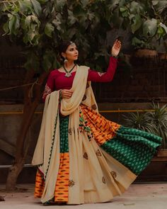 In this post, you can find many best Navratri Dress Images and Navratri Outfit. if you want to buy it or want it in rent you can check this post. Garba Chaniya Choli, Garba Dress, Navratri Dress, Bridal Lehenga Choli, Silk Lehenga, Navratri Garba, Navratri Festival, Choli Dress, Indian Lehenga