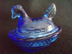 cobalt blue glass hen on nest dish collectible glassware. Beautiful cobalt glass found at this booth !
