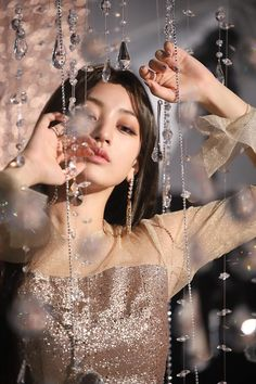 """- """"Dᴇᴊᴀᴛᴇ ɢᴜɪᴀʀ ᴘᴏʀ ᴍɪs sᴜᴀᴠᴇs ʙᴇsᴏs"""" Fotos basadas en ships o miembros de grupos K-pop -Imagenes (las imágenes estas medio kk y fue de mis primeras historias, paja para cambiar todo, así que perdón por el cringe) Nayeon, K Pop, Kpop Girl Groups, Korean Girl Groups, Kpop Girls, Twice Chaeyoung, Twice Tzuyu, Rapper, Twice Photoshoot"""
