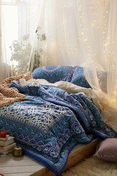 chambre a coucher design hippie, decoration romantique avec guirlande lumineuse pas cher