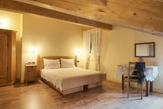 Ganze Unterkunft in Brez, Italien. Our holiday apartment is located in the Dolomite Mountains of Brenta, an idyllic location in the village Brez. From the balcony you can enjoy a view of the town, apple orchards, and majestic mountains.     Our cozy apartment is brand new and has a...
