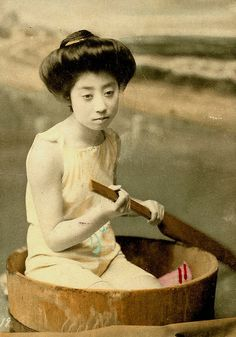 Beautiful Swimsuit Girls (Geisha and Maiko) of Japan - Early Century Handcolored Vintage Photographs Vintage Pictures, Old Pictures, Old Photos, Japanese Beauty, Japanese Girl, Japanese History, Japanese Culture, Japanese Swimsuit, Meiji Era