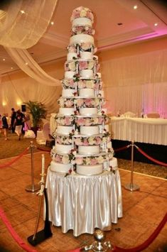 Now that's a wedding cake! cheftalk-bret-hanson-wedding-cake-justthesizzle