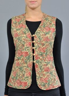 A fab little quilted waistcoat by Monèt of London. Just one of many Vintage Treasures we have here in Norfolk. Salwar Designs, Kurta Designs Women, Kurti Designs Party Wear, Dress Neck Designs, Stylish Dress Designs, Designs For Dresses, Jacket Style Kurti, Kurti With Jacket, Kurti Sleeves Design