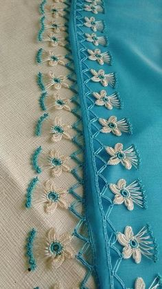 How to Crochet: Lion Brand Yarn's 5 Hour Throw - Crochet Amigurumi Filet Crochet, Irish Crochet, Knit Crochet, Crochet Lion, Hand Embroidery Dress, Baby Frocks Designs, Baby Cardigan, Lion Brand Yarn, Knitted Shawls
