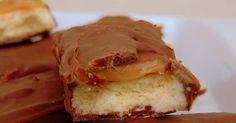 Ένα ιστολόγιο με συνταγές για μαγειρική χωρίς γλουτένη, ράψιμο πλέξιμο Twix Recipe, Dessert Recipes, Desserts, Sandwiches, Gluten Free, Pie, Homemade, Food, Tailgate Desserts