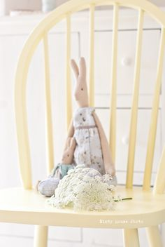 Minty House, Maileg rabbits, yellow, summer time