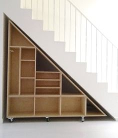 WAKA WAKA Triangle Compartment Shelf - Shelves under ladder removable wheels saves space facilitates cleaning Save espace Set square shelf - Staircase Storage, Basement Storage, Basement Stairs, House Stairs, Basement Remodeling, Stair Shelves, Under Stair Storage, Book Shelves, Book Stairs
