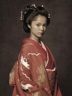 Aoi Miyazaki as Princess Atsu - kimono💘 Japanese Costume, Japanese Kimono, Japanese Girl, Japanese Beauty, Asian Beauty, Japanese Characters, Japanese Outfits, Yukata, Japan Fashion