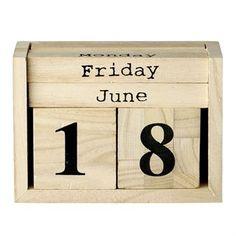 Blijf op de hoogte van de dagen met deze prachtige retro kalender van Bloomingville. De blokken zijn gemaakt van licht hout met zwarte nummers. Een prachtig interieur detail!