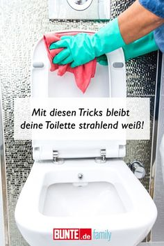 Cleaning hacks: With these tricks your toilet stay. Cleaning hacks: With these tricks your toilet stays bright white – Deep Cleaning Tips, House Cleaning Tips, Spring Cleaning, Cleaning Hacks, Putz Hacks, Glass Cooktop, Sparkling Clean, Clean Freak, Toilet Cleaning