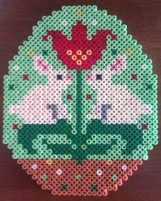 Easter egg hama beads by Christina Ruskjær - den kreative idemager Perler Bead Templates, Pearler Bead Patterns, Perler Patterns, Beaded Banners, Peler Beads, Iron Beads, Melting Beads, Perler Bead Art, Fuse Beads