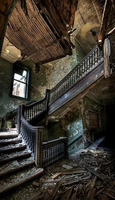 Forgotten palace…….ONCE SO LOVELY --- NOW,  SO  LONELY………….ccp