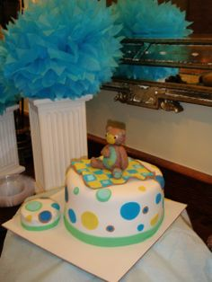 Celebrating baby with showers and favorite gifts #babyshower #cake