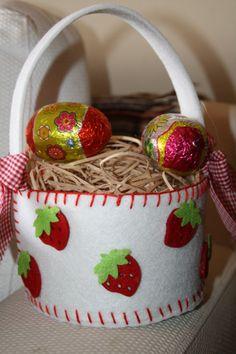 basket from felt