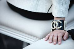 http://www.glafkisdolcevita.com/fashion/front-row-fashion-at-chanel-resort-2013.html