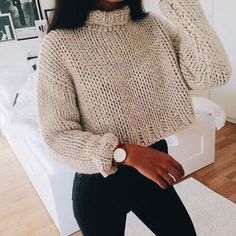 If you're a fan of crop tops, then these cute crop top sweater outfits are perfect to wear in the winter! Forget oversized baggy sweaters when you're rocking these cropped sweater outfits! Knit Fashion, Look Fashion, Winter Fashion, Fashion Outfits, Fashion Women, 90s Fashion, Fashion Clothes, Fashion Online, Stylish Clothes
