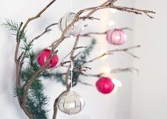 Om en måneds tid skal julepynten frem, siger Anna, som allerede så småt er begyndt at kreere nyt julehåndværk til hjemmet.
