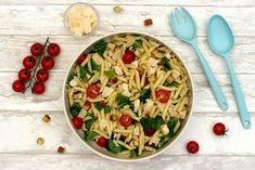 J'adore la salade césar, et j'adore les pâtes, j'ai donc réuni tout cela pour faire cette belle salade de pâtes façon césar! On y retrouve des pâtes évidemment, de la salade romaine, des tomates cerises, du parmesan, des croutons et la fameuse sauce césar,...