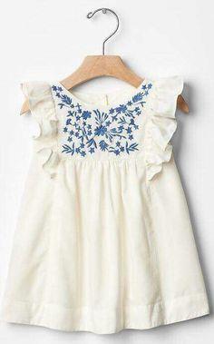 White cotton baby dress with blue floral embroidery. - Baby Girl Dress - Ideas of Baby Girl Dress Little Girl Fashion, Fashion Kids, Fashion Design, Fashion Trends, Little Girl Dresses, Girls Dresses, Baby Dresses, Dress Girl, Peasant Dresses