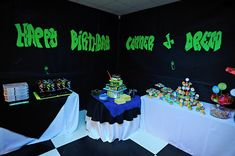 Wishes and wishes: Party planning: Neon / Glow in the Dark Party - Party Ideas Diy Birthday Banner, Sweet 16 Birthday, 16th Birthday, Birthday Ideas, Glow In Dark Party, Glow Party, Kids Party Themes, Party Ideas, Blacklight Party