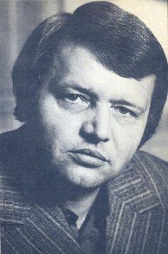 Bertók László(Vése,1935.december 6.József Attila- ésKossuth-díjasmagyar író, költő, a Digitális Irodalmi Akadémia alapító tagja
