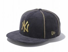 New York Yankees Velour Black-Metallic Gold 59Fifty Fitted Baseball Cap by NEW ERA x MLB