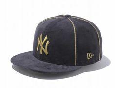 New York Yankees Velour Black-Metallic Gold 59Fifty Fitted Baseball Cap by NEW ERA x MLB