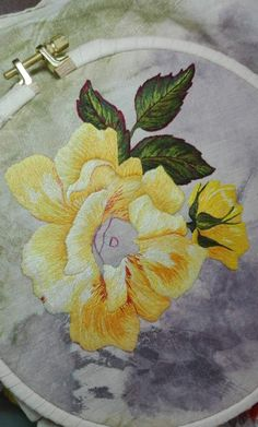 Machine Embroidery Designs, Embroidery Stitches, Embroidery Patterns, Hand Embroidery, Thread Painting, Embroidered Flowers, Textile Art, Flower Designs, Needlework