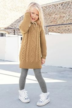 Alalosha vogue enfants must have of the day baby it s cold outside Girls Knitted Dress, Knit Baby Dress, Knit Sweater Dress, Kids Knitting Patterns, Knitting For Kids, Start Knitting, Knitting Ideas, Little Kid Fashion, Fashion Kids