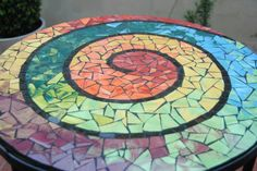 free mosaic patterns for tables Round - Bing images Mosaic Glass, Mosaic Tiles, Stained Glass, Glass Art, Tiling, Mosaic Crafts, Mosaic Projects, Free Mosaic Patterns, Mosaic Furniture