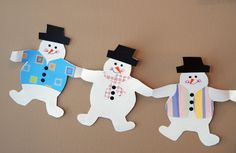 that artist woman: How to make Holiday Paper Chains - The Snow men are Too cute! Christmas Paper Chains, Christmas Crafts For Kids, Kids Christmas, Homemade Christmas, Xmas, Paper Doll Chain, Paper Dolls, Paper Doll Template, How To Make Snowflakes