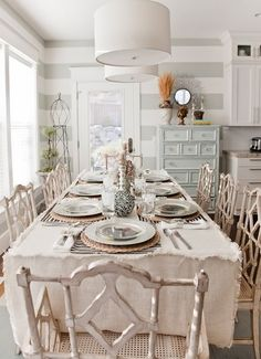 39 Wonderful Shabby Chic Dining Room Design Ideas : 39 Wonderful Shabby Chic Dining Room Design With Clean White Dining Table Chair Chandeli. House Of Turquoise, Decoration Shabby, Decoration Table, Centerpiece Ideas, Comedor Shabby Chic, Shabby Chic Dining Room, Sweet Home, Striped Walls, Grey Walls
