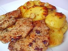 Muşchi felii cu cartofi la cuptor | RETETE | prajituri | mancare | BarbatLaCratita Egg Recipes, Chicken Recipes, Cooking Recipes, Healthy Recipes, Fish And Eggs Recipe, Pork Chop Dinner, Good Food, Yummy Food, Romanian Food