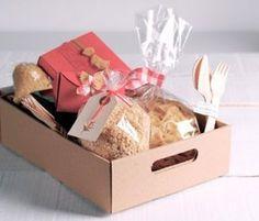 Cajas para Desayuno Sorpresa | CARTÓN S.A. - Cajas de Cartón e Ingeniería en Empaques en Barranquilla y toda Colombia Paper Crafts, Diy Crafts, Gift Baskets, Diy For Kids, Packaging, Gift Wrapping, Baby Shower, Gifts, Food