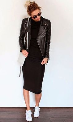 Vestido Midi: Descubra looks perfeitos para arrasar nas festas e no dia a dia! Vestido midi com jaqueta de couro e tênis Winter Dress Outfits, Casual Dress Outfits, Mode Outfits, Chic Outfits, Fashion Outfits, Black Midi Dress Outfit, Casual Long Black Dress, Mode Ootd, Mode Abaya